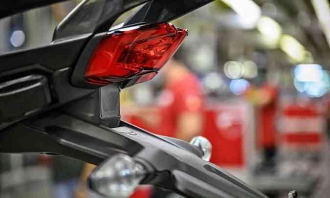 O radar traseiro detecta a aproximação de veículos e alerta o piloto(foto: Fotos: Ducati/Divulgação)
