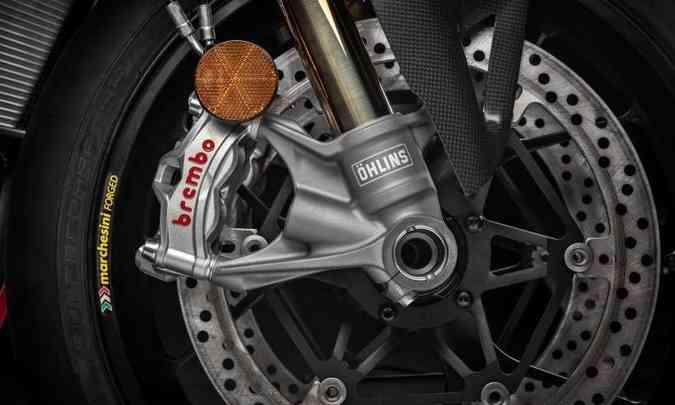 Os freios são ABS com função de atuação em curvas(foto: Ducati/Divulgação)