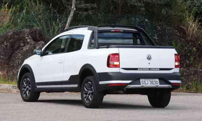 A tampa da caçamba é bem leve e a abertura se dá por meio do logotipo da VW no centro(foto: Euler Júnior/EM/D.A Press)