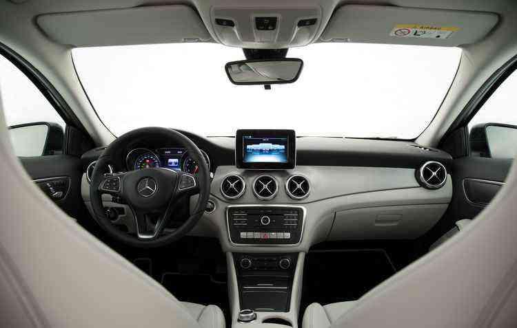 Modelo tem cinco versões e chega a custar R$ 359.900 - Mercedes-Benz / Divulgação