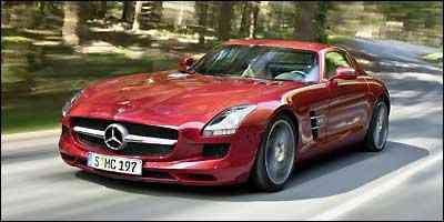 Frente longa com ampla grade confere ao modelo aspecto aerodinâmico e agressivo - Fotos: Mercedes-Benz/Divulgação