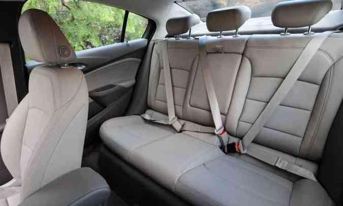 Forração em couro claro e segurança básica em todos os assentos(foto: Gladyston Rodrigues/EM/D.A Press)