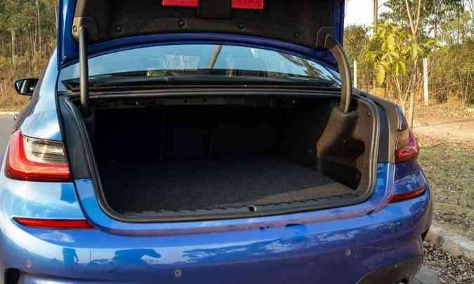 Com 365 litros de capacidade, o porta-malas é um dos menores do segmento...(foto: Jorge Lopes/EM/D.A Press)