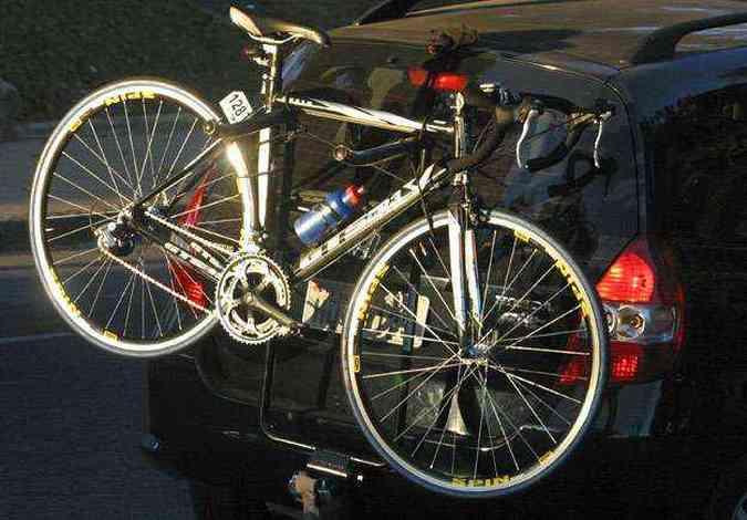Se a bicicleta estiver obstruindo (ainda que parcialmente) a placa traseira, é necessário usar uma segunda placa (foto: Auremar de Castro/Estado de Minas - 14/06/2007)