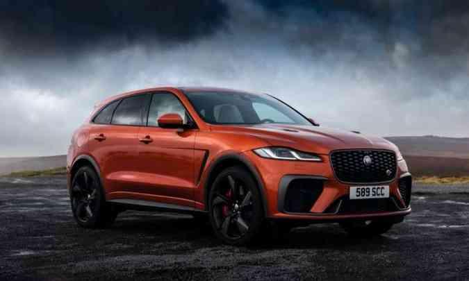 O SUV inglês ganhou um retoque no visual, com capô mais vincado e grade dianteira com novos elementos(foto: Jaguar/Divulgação)