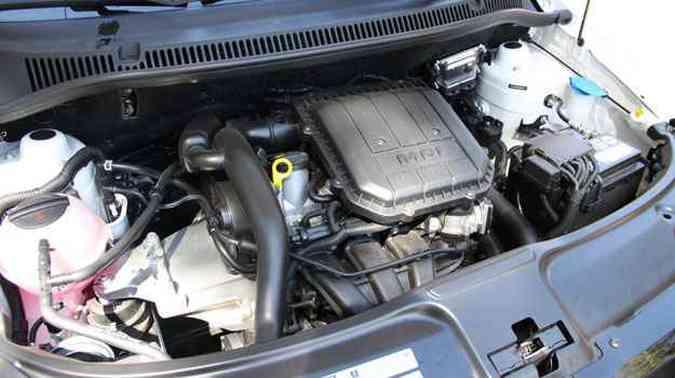 Moderno motor de três cilindros transformou o hatch em um carro muito mais esperto(foto: Marlos Ney Vidal/EM/D.A Press)