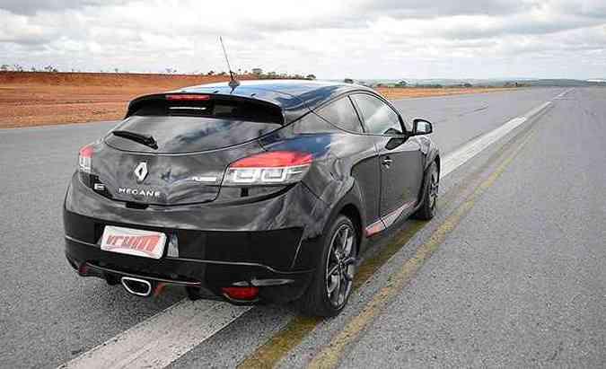 Mégane RS é um convite para acelerar fundo. Vai encarar?(foto: Thiago Ventura/EM/D.A Press)