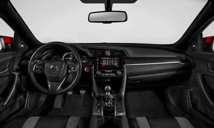 Interior tem o acabamento padrão da marca e detalhes em vermelho - Honda/Divulgação