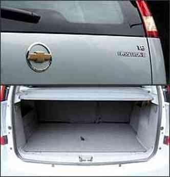 Adesivo na traseira é a única identificação externa da versão; porta-malas, razoável, tem 360 litros(foto: Marlos Ney Vidal/EM - 25/1/08)