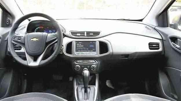 Acabamento interno simples e comando do controle de velocidade no volante - Marlos Ney Vidal/EM/DA PRESS