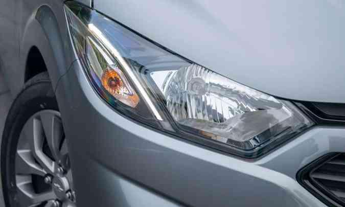 O farol tem apenas um projetor, mas traz luz diurna de LED(foto: Chevrolet/Divulgação)