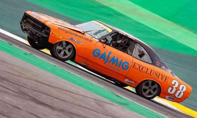 Por dentro, a gaiola e o santantônio tubular garantem a segurança do piloto(foto: Old Stock Race/Divulgação)