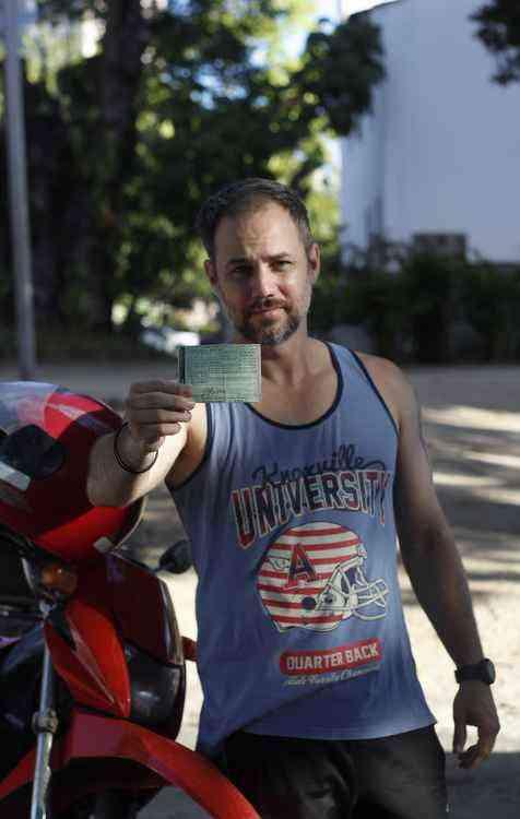 Tatto Medinni já atrasou o pagamento e teve sua moto apreendida - Mandy Oliver/Esp. DP