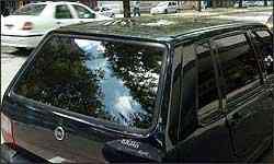 Películas reduzem o calor dentro do carro durante o dia, mas prejudicam visão à noite - Paulo Figueiras/EM - 23/2/06