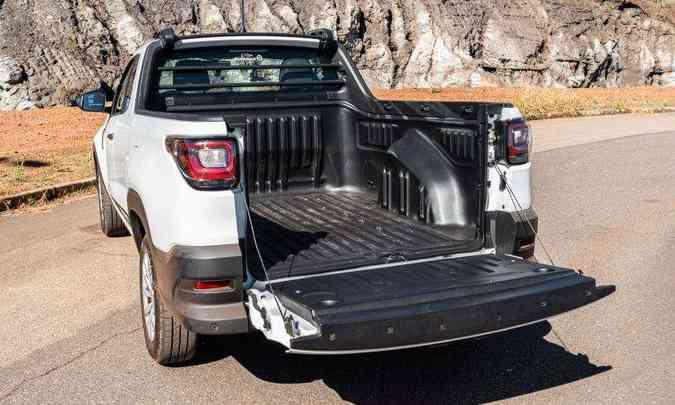 A nova Strada Endurance cabine plus tem capacidade de carga de 720kg (ocupantes e carga)(foto: Jorge Lopes/EM/D.A Press)