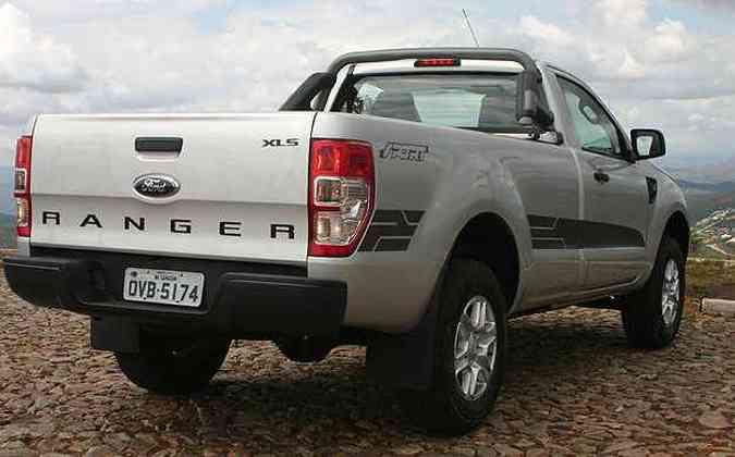 A lateral é decorada com adesivos e o nome Ranger é estampado em letras garrafais na tampa traseira(foto: Paulo Henrique Vivas/Esp.EM/D.A Press )