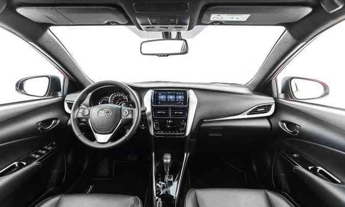 Central multimídia com tela de 7 polegadas equipa o modelo a partir da versão XL Plus Tech(foto: Toyota/Divulgação)