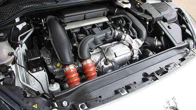 O eficiente motor  1.6 THP foi desenvolvido pela BMW e dá conta do recado - Marlos Ney Vidal/EM/D.A Press