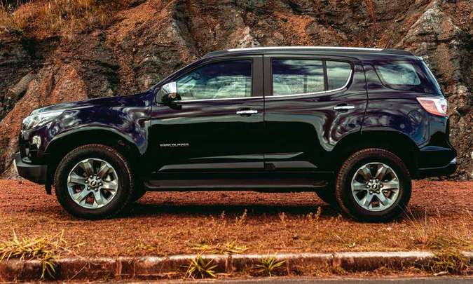 O SUV grandalhão tem 4,88m de comprimento, 1,84m de altura, 2,84m de distância entre-eixos e 19cm de altura livre do solo(foto: Jorge Lopes/EM/D.A Press)