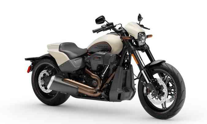 A suspensão dianteira é invertida, com garfo bem inclinado(foto: Harley-Davidson/Divulgação)