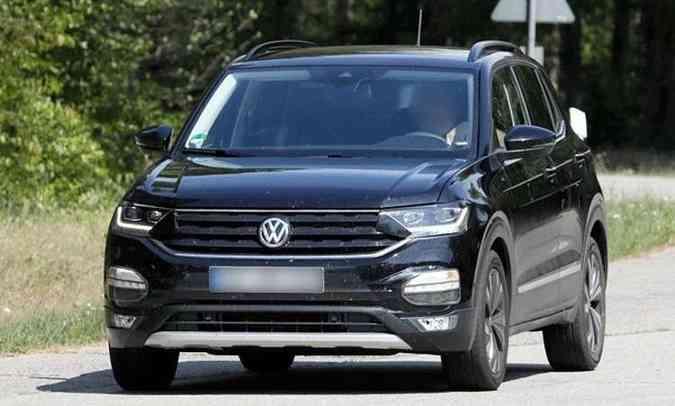 Volkswagen T-Cross foi fotografado sem camuflagem na Alemanha(foto: Reprodução/Automedia)