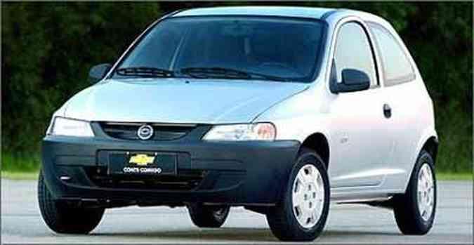 Lançado em 2000, o pequeno hatch tem linhas agradáveis e acabamento espartano, com muitos componentes de plástico, que geram incômodos ruídos(foto: General Motors/Divulgação)