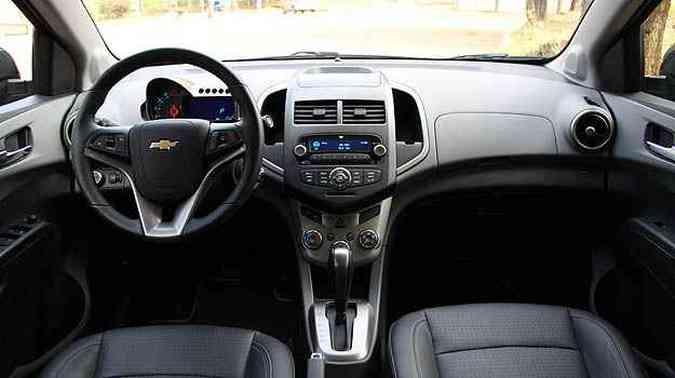 Volante incorpora comandos do áudio e do controle de velocidade(foto: Marlos Ney Vidal/EM )