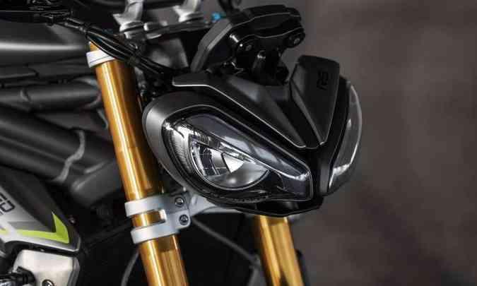 A iluminação da Speed Triple 1200 RS iluminação é toda em LED, com luz de posição(foto: Triumph/Divulgação)