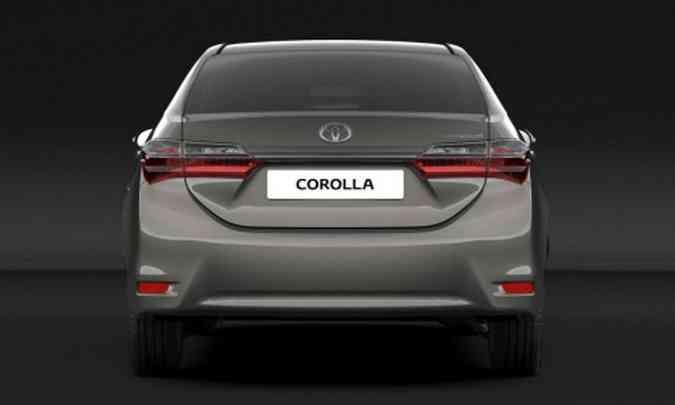 Pouco muda na traseira do Corolla 2017: lentes das lanternas e para-choque(foto: Toyota/Divulgação)