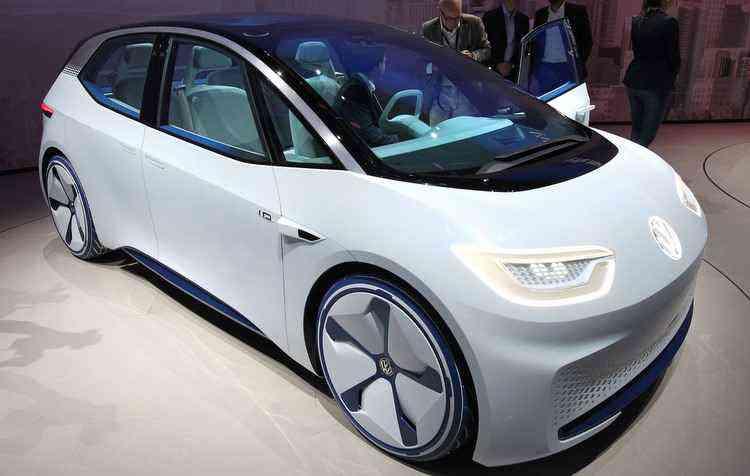 SUV possui dois motores elétricos capaz de gerar 305 cv de potência - Daniel Roland / AFP