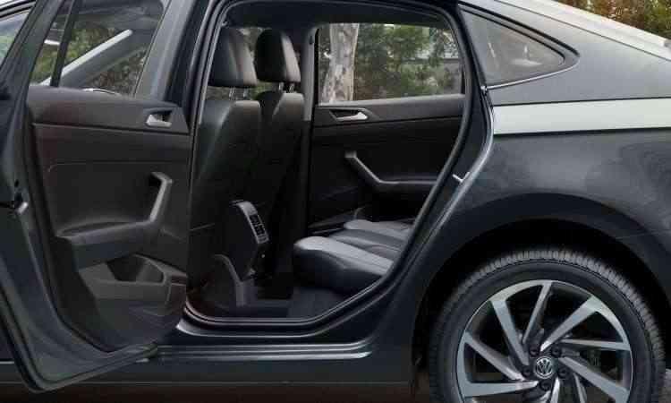 Com 13cm a mais de entre-eixos, não falta espaço e nem conforto no Virtus - Volkswagen/Divulgação