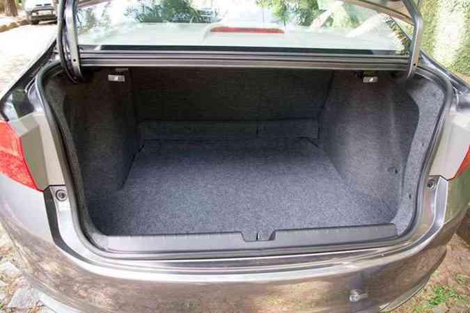 Porta-malas tem capacidade total de 536 litros(foto: Thiago Ventura/EM/D.A Press)