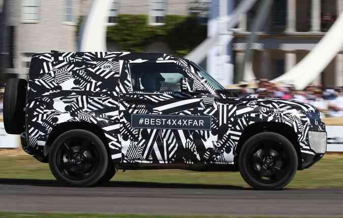 Novo Defender camuflado. Foto: Jaguar Land Rover/Divulgação