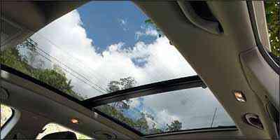 Teto panorâmico abrange vidro traseiro e dá mais charme e esportividade à perua -