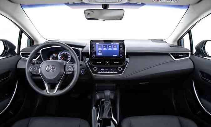 Versão intermediária XEi traz controle de velocidade de cruzeiro e partida por botão(foto: Toyota/Divulgação)