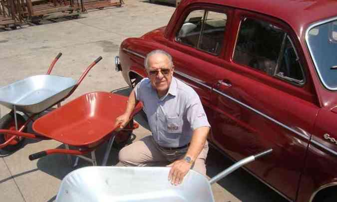 Ernani José dos Santos comemora a popularidade dos carrinhos depois da escolha do nome(foto: Bruno Freitas/EM/D.A Press )