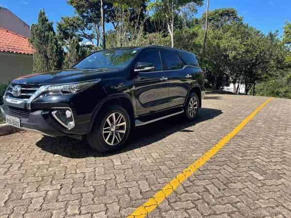 Toyota Hilux Sw4 Srx 4x4 2.8 Tdi 16v Dies. Aut. 2016 R$ 235.900,00 MG VRUM
