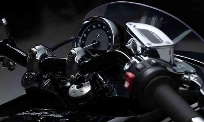 O painel é simples, com o velocímetro analógico(foto: BMW/Divulgação)