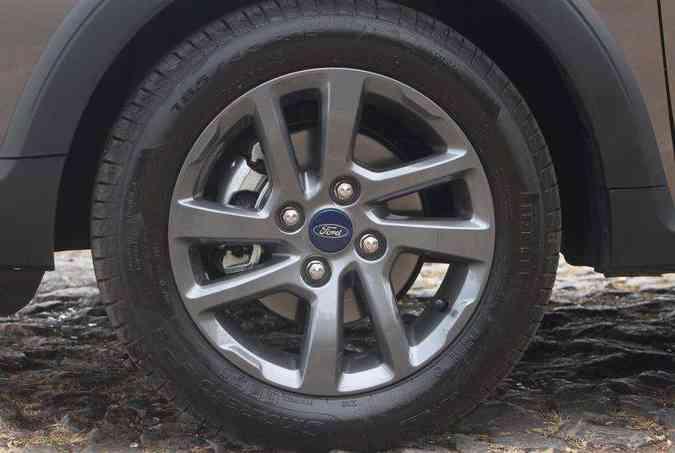 Versão tem rodas de liga leve com aro de 15 polegadas(foto: Jair Amaral/EM/D.A Press)