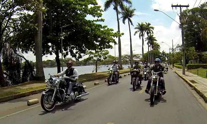 O desfile contornou a Lagoa da Pampulha em BH(foto: Léo Tavares/Corrosivo Filmes/Divulgação)