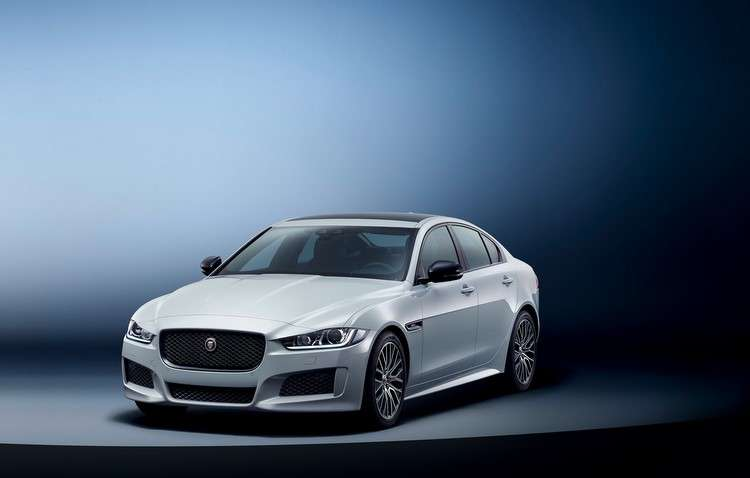 Como um motor 2.0 a gasolina que entrega até 300 cavalos, o modelo sai da inércia e chega aos 100 km/h em 5,7 segundos. Foto: Jaguar Land Rover / Divulgação -