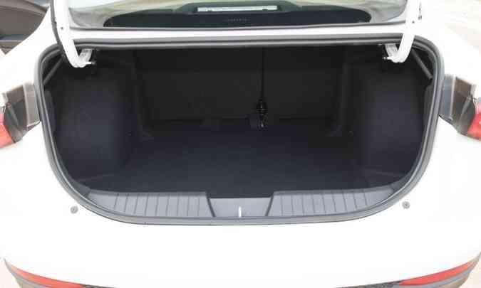 Porta-malas do Cronos tem volume de 525 litros(foto: Fiat/Divulgação)