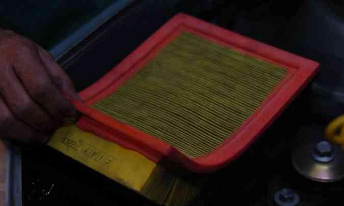 Filtro de ar sujo pode aumentar o consumo em 10%(foto: Emmanuel Pinheiro/EM/D.A Press - 27/10/05)