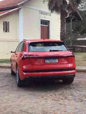 Na traseira, destaque para a ausência das saídas de escape, já que o carro é elétrico(foto: Enio Greco/EM/D.A Press)