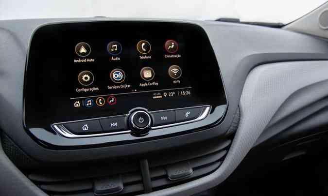 A família Onix recebeu a última versão da central multimídia MyLink, que traz como destaque a conexão Wi-Fi 4G nativa, porém, o serviço será pago(foto: Chevrolet/Divulgação)