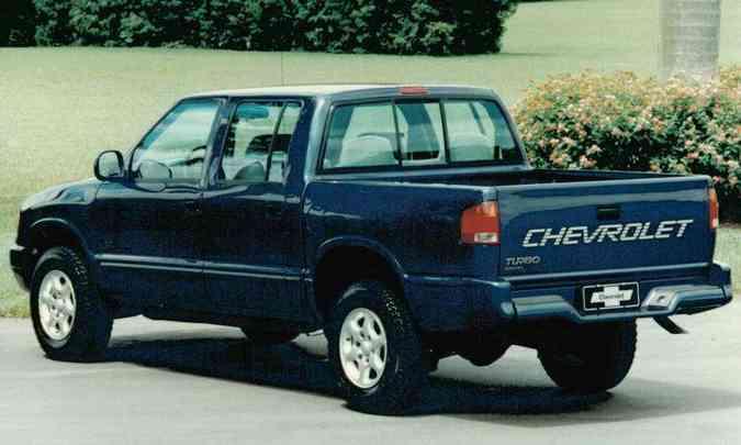 Em 1997 a marca já oferecia a carroceria de quatro portas, exclusiva do Brasil(foto: Chevrolet/Divulgação)