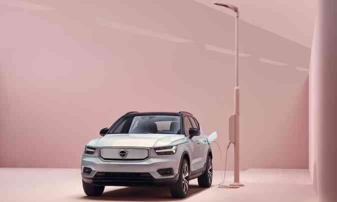 O Volvo XC40 Recharge, primeiro modelo 100% elétrico da marca, tem chegada prevista ao Brasil em meados de 2021(foto: Volvo/Divulgação)