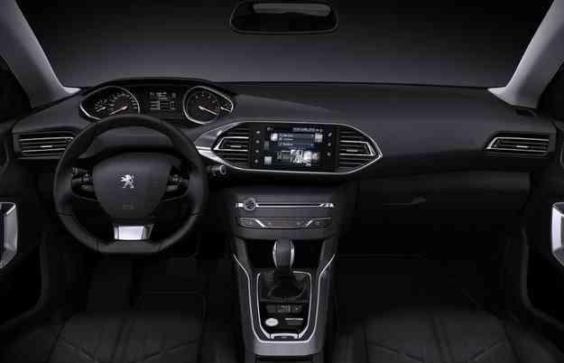 Na parte interior se destaca o sistema multimídia integrado ao painel - Peugeot/divulgação