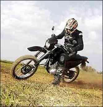 Preto predomina na moto, com detalhes em vermelho(foto: Fotos: Yamaha/Divulgação)