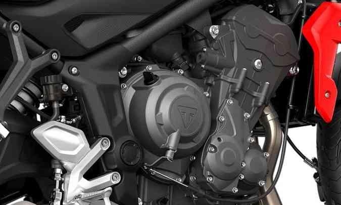 O motor de três cilindros entrega 81cv de potência e 6,5kgfm de torque a 6.250rpm(foto: Triumph/Divulgação)